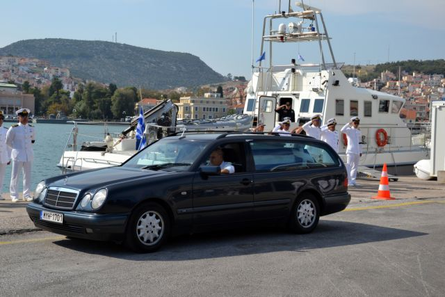 Κυριάκος Παπαδόπουλος : Στο σκάφος με το οποίο έσωσε χιλιάδες πρόσφυγες το «τελευταίο αντίο» | tanea.gr