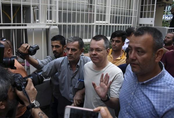 WSJ : Πιθανή απελευθέρωση σήμερα του αμερικανού πάστορα | tanea.gr