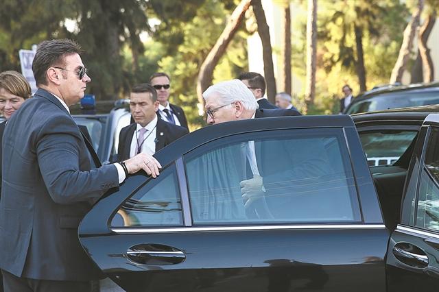 Οι άνδρες με τα μαύρα γυαλιά | tanea.gr