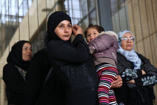 Eφυγαν οι πρώτοι 177 πρόσφυγες για οικογενειακή επανένωση στη Γερμανία   tanea.gr