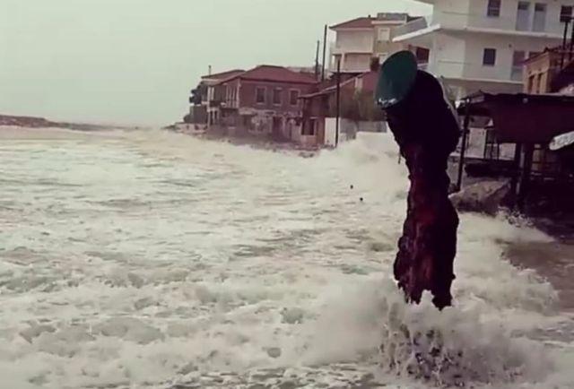 Ωρες αγωνίας για τους αγνοούμενους: Σκηνικό καταστροφής λόγω «Ζορμπά» | tanea.gr
