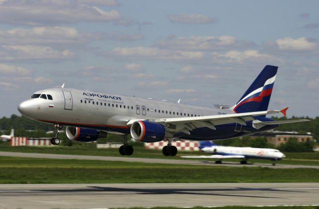 Μόσχα: Αεροσκάφος που τροχιοδρομούσε για Αθήνα συγκρούστηκε με άνδρα | tanea.gr