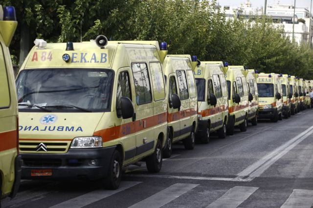 13 χρόνια φυλακή σε εργαζόμενο ΕΚΑΒ με πλαστό πτυχίο   tanea.gr