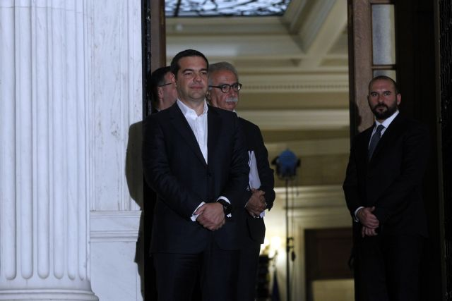 Μαξίμου κατά Μητσοτάκη: Ενα προς ένα θα ψηφίζουμε τα μέτρα ελάφρυνσης | tanea.gr