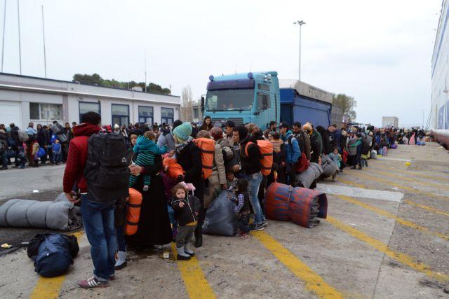 Μεταφέρουν εκατοντάδες πρόσφυγες από τα νησιά στην ενδοχώρα | tanea.gr