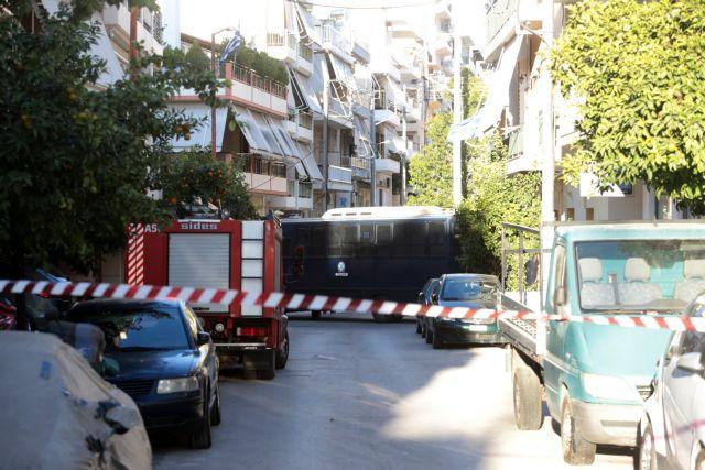 Πού στρέφονται οι έρευνες της Αντιτρομοκρατικής για τη βόμβα έξω από το σπίτι του Ντογιάκου (Φώτο) | tanea.gr