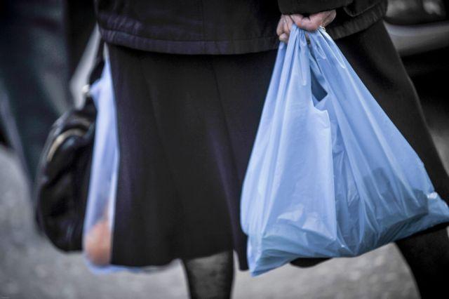 Πλαστική σακούλα : Στα εννέα λεπτά η τιμή της | tanea.gr