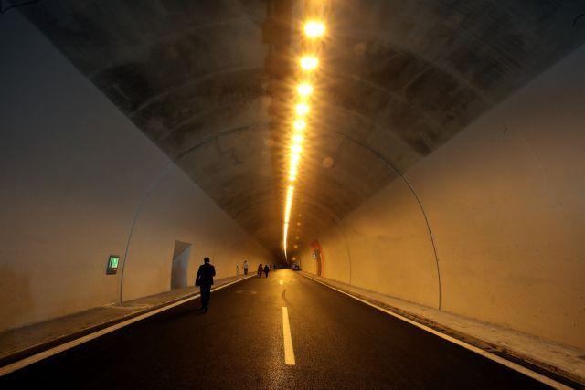 Σε ισχύ οι κυκλοφοριακές ρυθμίσεις σε σήραγγες της Κορίνθου - Πατρών | tanea.gr