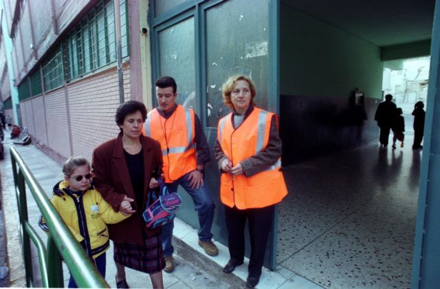 Ο χρόνος απόκτησης εργασιακής εμπειρίας μετράει στην ασφάλιση των σχολικών φυλάκων | tanea.gr