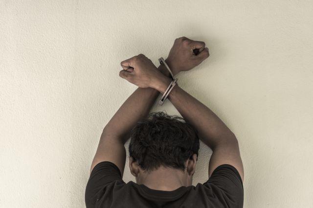 Ηράκλειο: Σύλληψη 20χρονου αλλοδαπού για κλοπή   tanea.gr