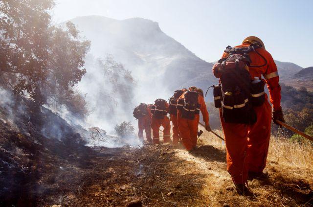Καλιφόρνια: Θυελλώδεις άνεμοι τροφοδοτούν τις φλόγες   tanea.gr
