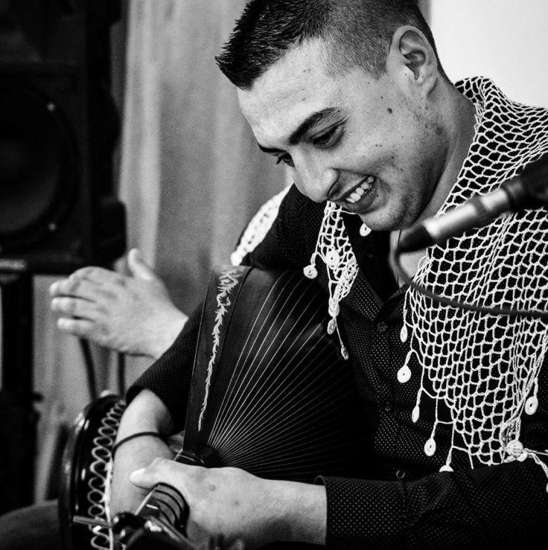 Σπαρακτικός αποχαιρετισμός στον 20χρονο λαουτιέρη που σκοτώθηκε σε τροχαίο | tanea.gr
