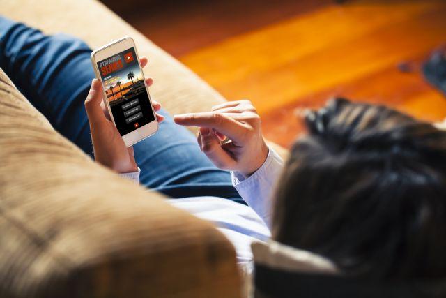 Infinity Flex : Το αναδιπλώμενο smartphone που θυμίζει πορτοφόλι | tanea.gr