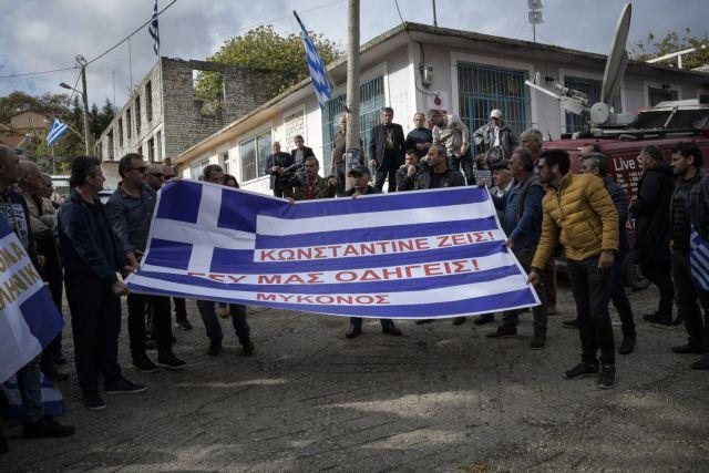 Κηδεία Κατσίφα : Χιλιάδες κόσμου για το τελευταίο αντίο | tanea.gr