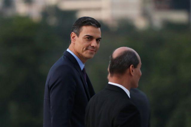 Συνεχίζει τις απειλές για βέτο ο Σάντσεθ λόγω του Γιβραλτάρ   tanea.gr