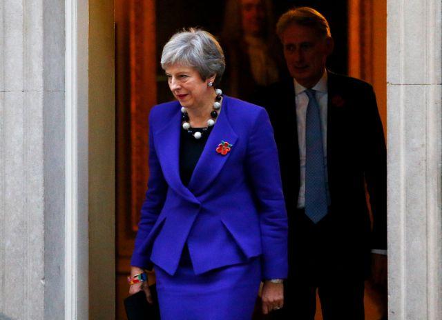 Ενα βήμα πριν την παραίτηση τέσσερις Βρετανοί υπουργοί | tanea.gr