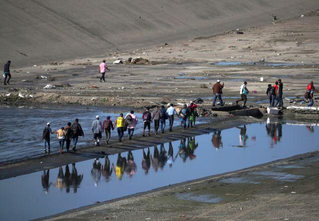 Μεξικό: Εκατοντάδες μετανάστες επιχειρήσαν να διασχίσουν τα σύνορα των ΗΠΑ | tanea.gr