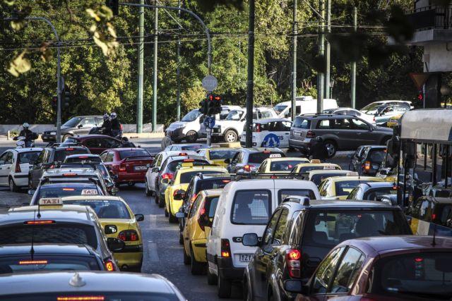 Τροχαία σε Ποσειδώνος και Μοσχάτο - Ουρές χιλιομέτρων στους δρόμους | tanea.gr