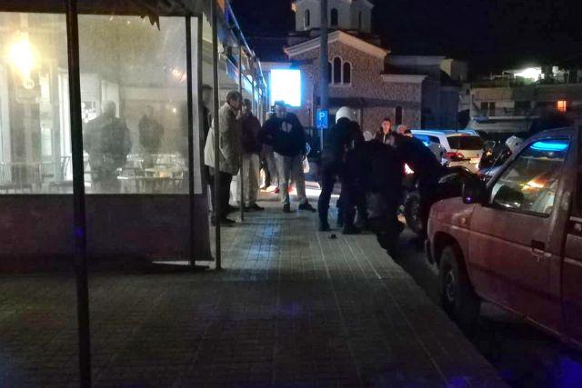 Ενοπλος εισέβαλε σε πρακτορείο ΟΠΑΠ (εικόνες+video) | tanea.gr
