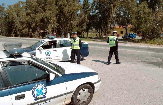 Συνελήφθησαν τέσσερα άτομα για παράνομη μεταφορά 35 αλλοδαπών | tanea.gr