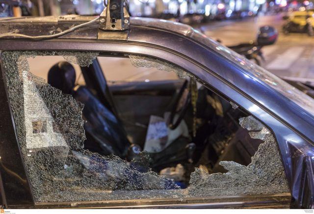 Πυρπόλησαν αυτοκίνητα και μηχανή στον Αγιο Δημήτριο | tanea.gr