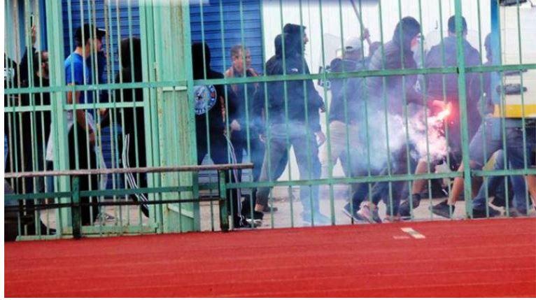 Αγριο ξύλο μεταξύ οπαδών πριν τον αγώνα ΑΟ Χαλκίς - Αιγάλεω (βίντεο) | tanea.gr