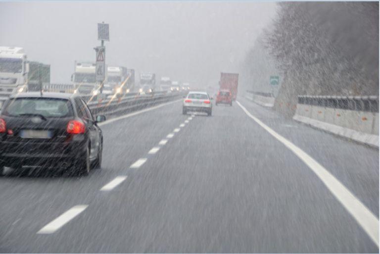 Οδήγηση με ισχυρούς ανέμους: Οι κίνδυνοι και πως θα προφυλαχθούμε | tanea.gr