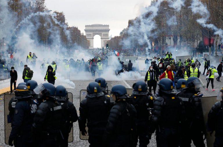 Η «κίτρινη οργή» των Γάλλων εναντίον του Μακρόν | tanea.gr