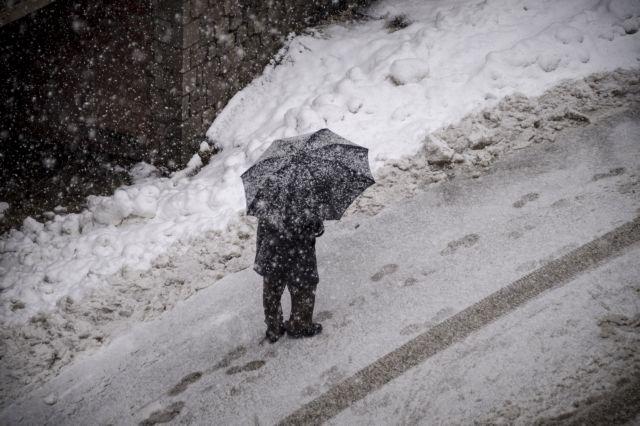 Τσουχτερό κρύο και χιόνια: Οι πρώτες περιοχές που ντύθηκαν στα λευκά | tanea.gr