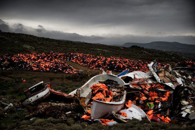 Δεκάδες μετανάστες εντοπίστηκαν σε παραλία της Ηλείας | tanea.gr