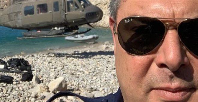 Καμμένος : Αρέσκεται και στις selfie με τα στρατιωτικά ελικόπτερα | tanea.gr