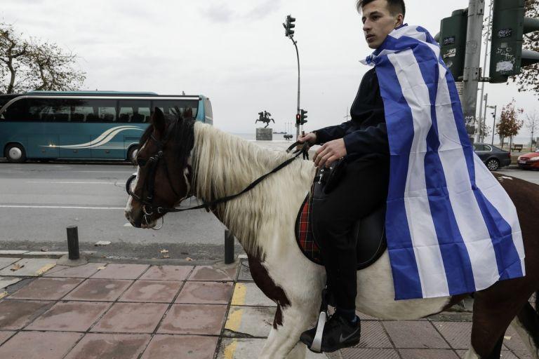Μαθητές στους δρόμους με... άλογα | tanea.gr
