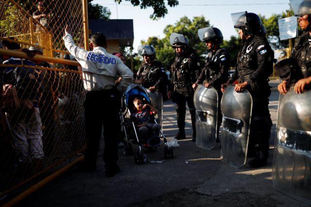 Περισσότεροι από 7.000 στα σύνορα με το Μεξικό το Σαββατοκύριακο | tanea.gr