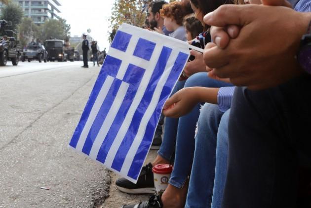 Απέβαλαν μαθητές γιατί τραγούδησαν στην παρέλαση «Μακεδονία ξακουστή» (βίντεο) | tanea.gr