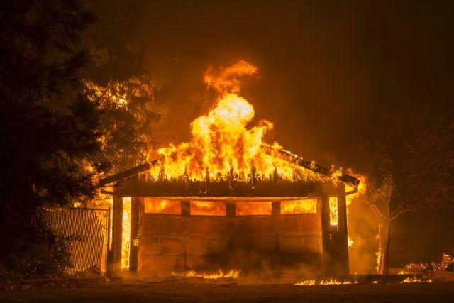 Καλιφόρνια : Φονική πυρκαγιά καίει ανθρώπους και σπίτια στο πέρασμά της | tanea.gr