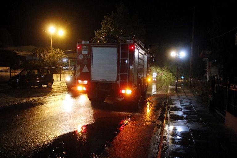 Οκτώ μετανάστες στο Κέντρο Υγείας λόγω πυρκαγιάς στη Μονάδα Φιλοξενίας Λαυρίου | tanea.gr