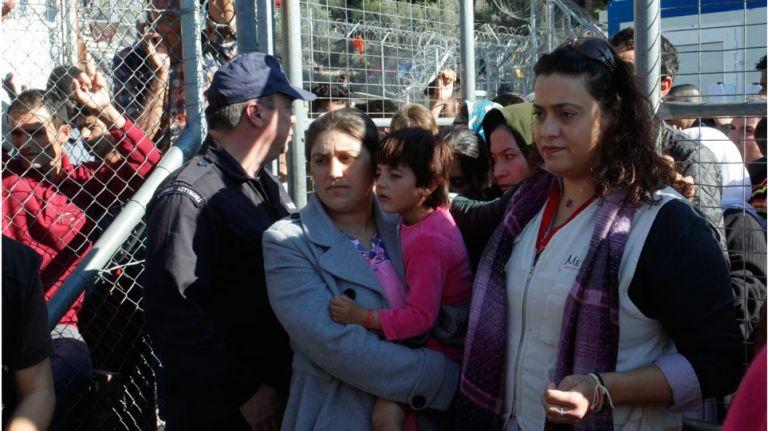 Εκρηκτική η κατάσταση στη Σάμο λόγω του μεγάλου αριθμού προσφύγων | tanea.gr