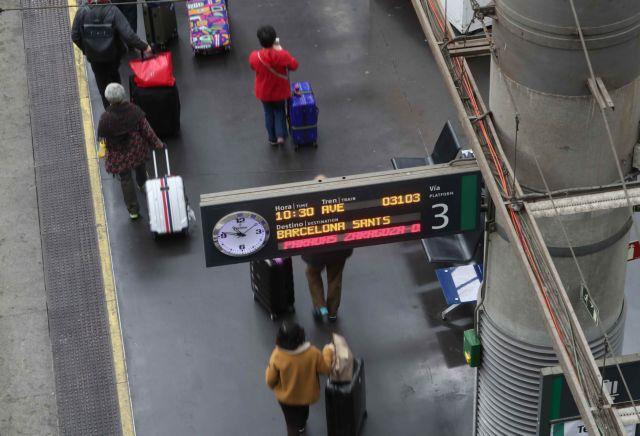 Αναστάτωση στους μεγαλύτερους σιδηροδρομικούς σταθμούς της Μαδρίτης και της Βαρκελώνης | tanea.gr