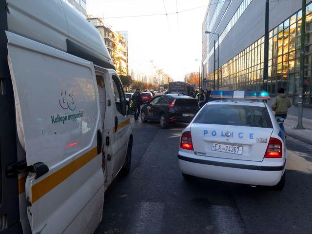 Κυκλοφοριακό χάος στη Συγγρού λόγω τροχαίου | tanea.gr