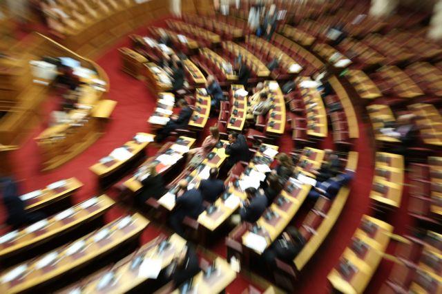 Υπερψηφίστηκε η τροπολογία για την καταβολή των αναδρομικών | tanea.gr