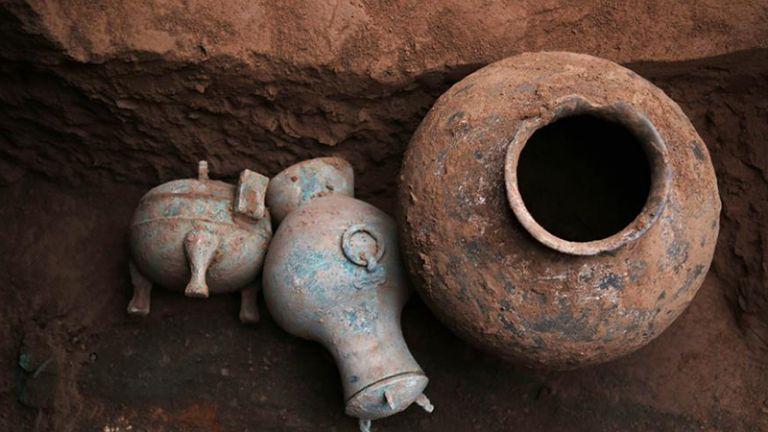 Μπρούτζινο δοχείο με κρασί 2.000 χρόνων σε κινέζικο τάφο | tanea.gr