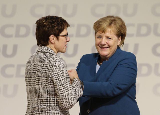 Γερμανία: Πόντους πήρε το CDU με την αλλαγή ηγεσίας, έχασε ο Σόιμπλε | tanea.gr