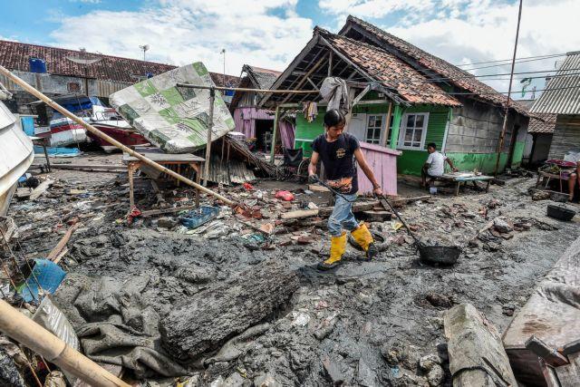 Τσουνάμι στην Ινδονησία : Μάχη με το χρόνο για τον εντοπισμό επιζώντων | tanea.gr