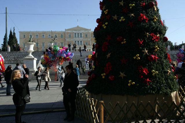 Η Αθήνα φοράει τα γιορτινά της και τα φετινά Χριστούγεννα | tanea.gr