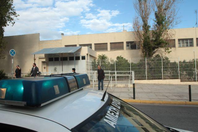 Συγκέντρωση συμπαράστασης έξω από το νοσοκομείο φυλακών Κορυδαλλού   tanea.gr