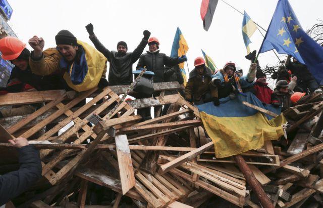 Αστον: «Ετοιμος να υπογράψει τη συμφωνία με την ΕΕ ο ουκρανός πρόεδρος»   tanea.gr