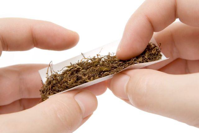 Οσοι στρίβουν τσιγάρα δυσκολεύονται να κόψουν το κάπνισμα | tanea.gr