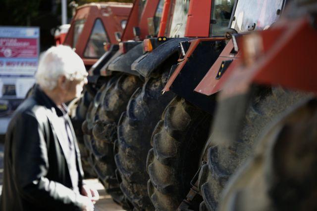 «Ζεσταίνουν» τα τρακτέρ τους οι αγρότες στη Λάρισα   tanea.gr