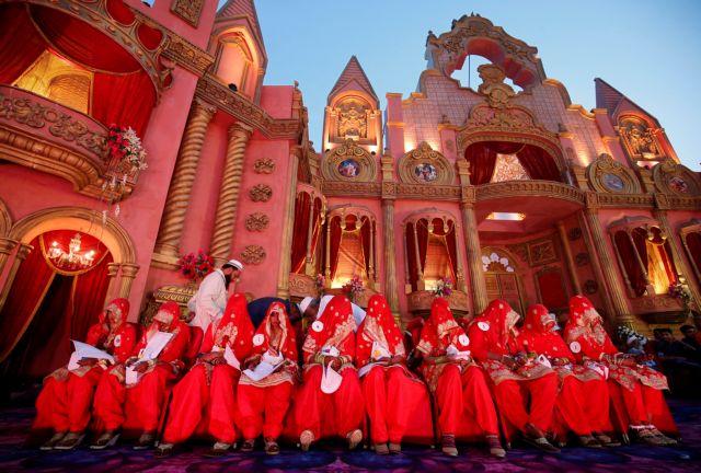 Μαζικοί γάμοι στην Ινδία | tanea.gr