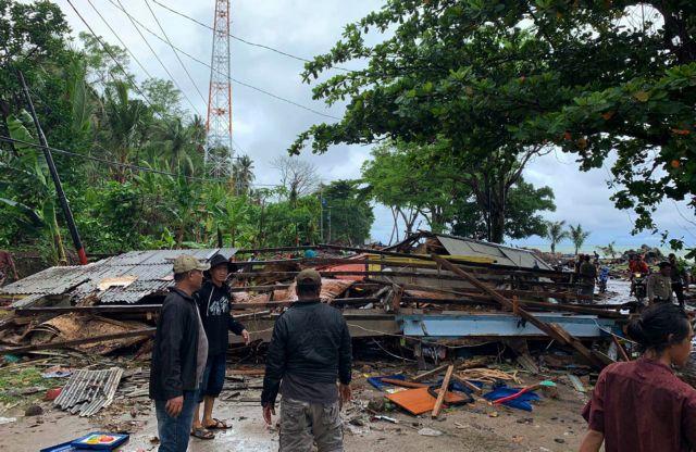 Τσουνάμι στην Ινδονησία από έκρηξη ηφαιστείου - 168 νεκροί εκατοντάδες τραυματίες | tanea.gr